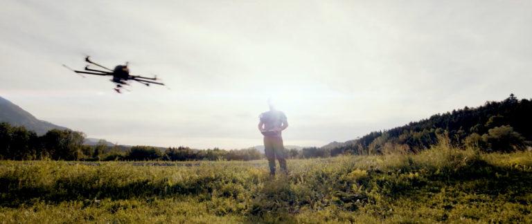 Unser CEO und eine unserer Agrar-Drohnen als Leinwandhelden!
